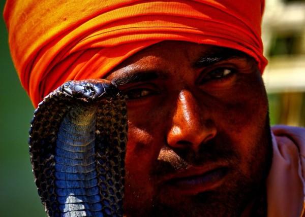 Nepalski zaklinacz węży.